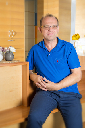 Dr. Martin Tollens